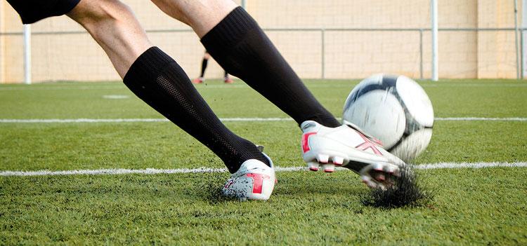 Факти за развитието на мъжките футболни обувки и стоножки