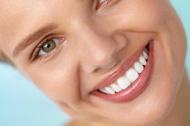 Базални импланти връщат вашата усмивка